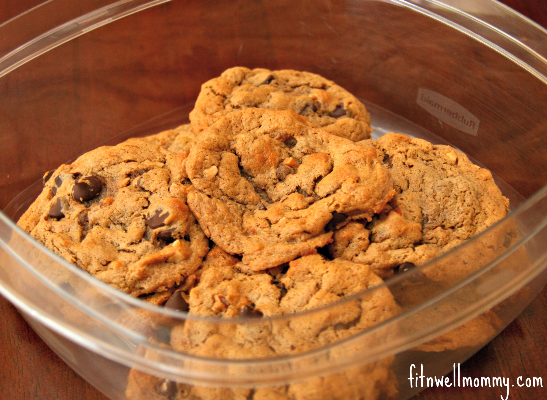 Paleo Flourless Chocolate Chip Cookies - Deliciously Fit